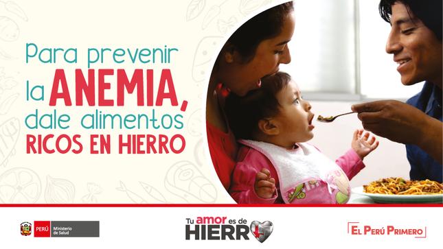 Imagen de la campaña Tu amor es de hierro.  La imagen muestra a dos padres de familia alimentando a su pequeña hija con comida rica en hierro.La imagen contiene el logotipo del Ministerio de Salud y del gobierno.