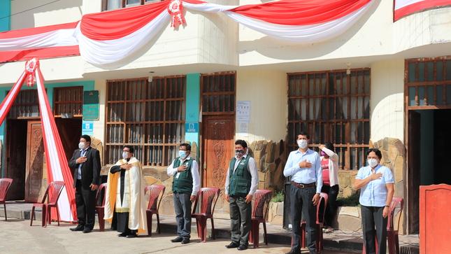 Autoridades cumpliendo los protocolos sanitarios, participaron en ceremonia oficial por Fiestas Patrias