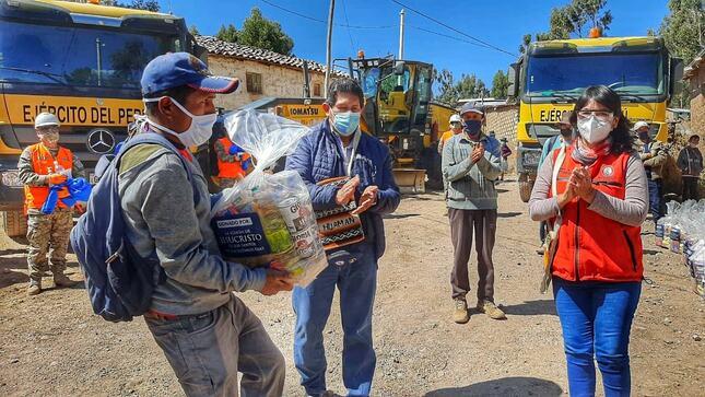 ENTREGAN DONATIVOS A POBLACIÓN VULNERABLE DE VILCAS HUAMÁN