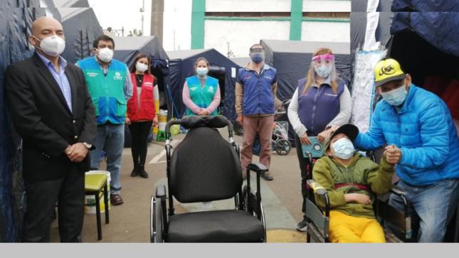 Conadis y Corazones Unidos entregan silla de ruedas a menor agraviado en incendio del Centro de Lima