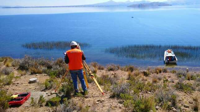 Arranca el despliegue de fibra óptica en el lago Titicaca que beneficiará a ciudadanos de esa alejada región con internet de alta velocidad