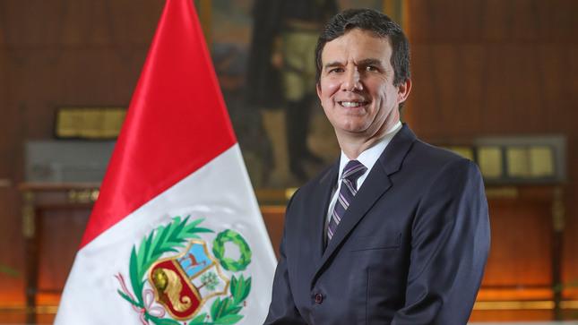 Luis Incháustegui Zevallos jura como nuevo  ministro de Energía y Minas