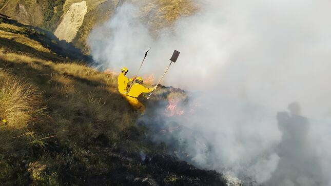 Oportuna intervención de guardaparques bomberos forestales controla incendio en zona cercana al Parque Nacional del Manu