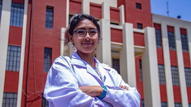 El 21 de agosto se inicia inscripción al concurso Beca Mujeres en Ciencia