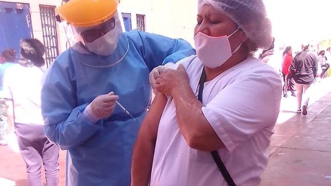 Vacunan contra la influenza en el penal de Mujeres Arequipa