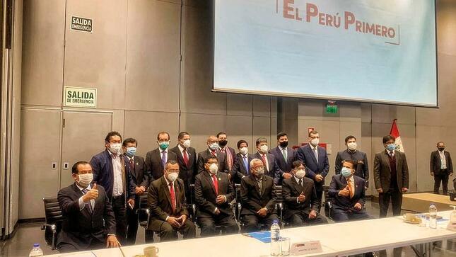 GOBERNADOR LUIS HIDALGO,INFORMÓ QUE GOBIERNO AGILIZARA PROYECTOS Y RESOLVERÁ PROBLEMAS PRESUPUESTALES EN REGIONES DEL PAIS