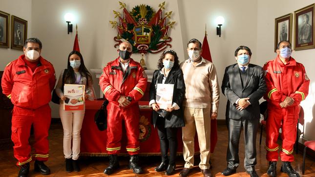 Autoridades del Ministerio del Interior se reúnen con deudos de bomberos héroes