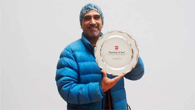 Manolo del Castillo y Sonaly Tuesta reciben reconocimiento por sus 20 años en TVPerú