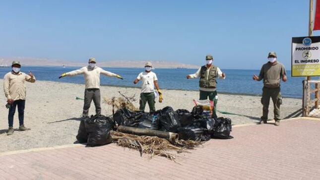 Retiran dos toneladas de residuos del mar de Paracas