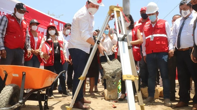 Gobernador da inicio a obra de reconstrucción en distrito de La Arena