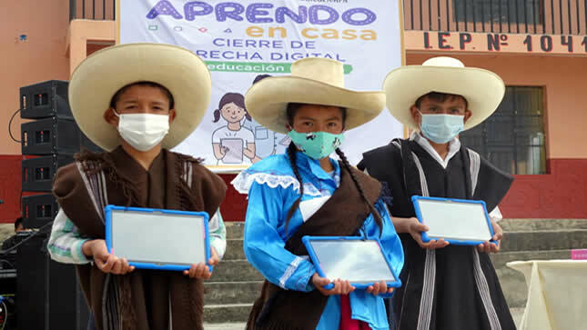 Minedu inicia en Cajamarca la distribución de más de un millón de tablets