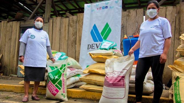 Vraem: Devida entrega 1160 toneladas de guano de isla y compost orgánico a 1418 familias caficultoras