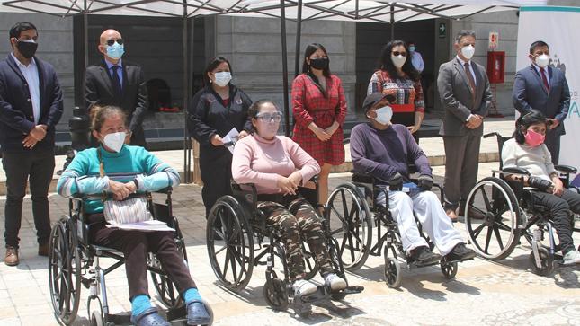 Se entregó 30 sillas de ruedas para personas con discapacidad en el Rímac y Cercado de Lima