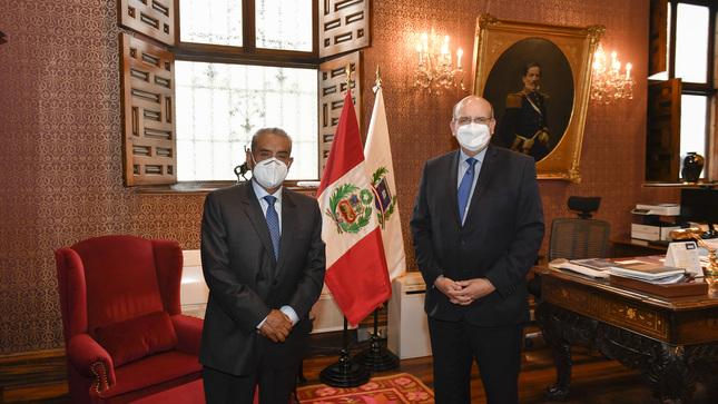 Reunión de trabajo con el Gobernador Regional de Amazonas para promover el desarrollo y la integración fronteriza con Ecuador