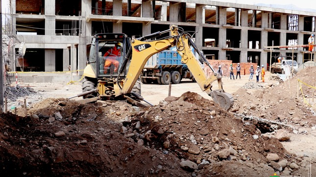 EL GOBIERNO REGIONAL INSPECCIONA LA CONSTRUCCIÓN DE LA INSTITUCIÓN EDUCATIVA HERMILIO VALDIZÁN