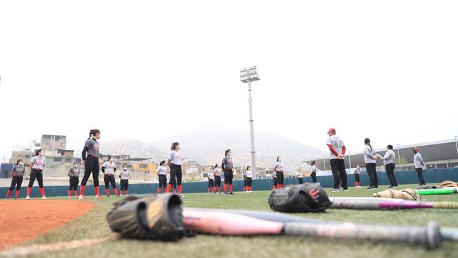 Softbol femenino retornó a sus entrenamientos en el Complejo Deportivo de Villa María del Triunfo