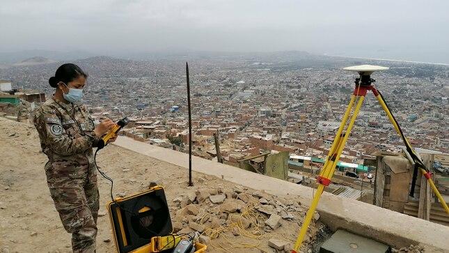 """Establecimiento de puntos geodésicos de orden """"C"""" en AA.HH. Villa Mercedes del distrito de Chorrillos"""