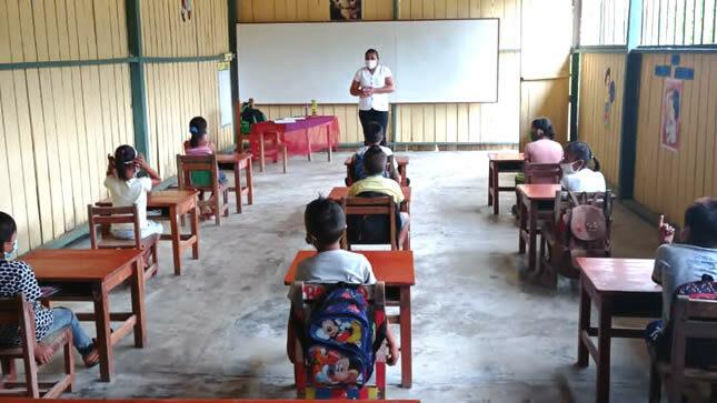 Más de 16 mil estudiantes de zonas rurales reciben clases semipresenciales  | Gobierno del Perú