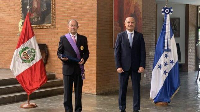 Condecoración del al actual Embajador de Honduras en Brasil, Jorge Milla Reyes