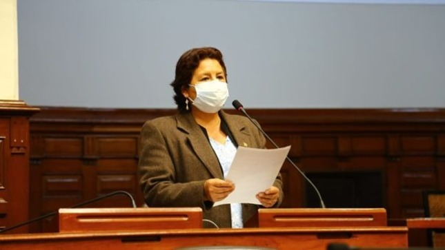Tercera vicepresidenta del Congreso es experta bilingüe certificada