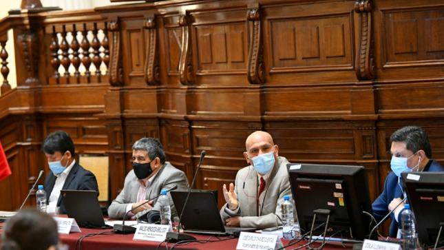 """Ministro Waldo Mendoza: """"Nuestras prioridades son atender la pandemia y ayudar a que la economía se reactive más rápido"""""""