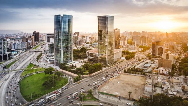 Perú colocó tres nuevos bonos por US$ 4 000 millones, incluyendo una emisión con vencimiento dentro de 101 años