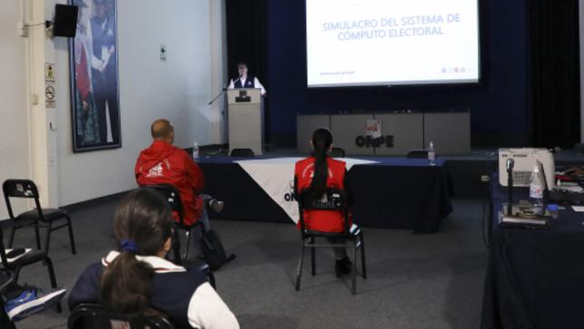 ONPE realiza exitoso simulacro del sistema de cómputo electoral para elecciones internas partidarias