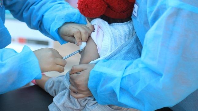 La forma más eficaz para prevenir la neumonía en niños es mediante la vacunación y una adecuada alimentación