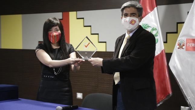 Ministro de Cultura recibió premio de Buenas Prácticas en Gestión Pública 2020