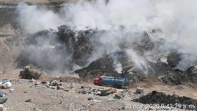 Moquegua: Sector Ambiente impulsa acciones de monitoreo y supervisión ambiental tras incendio en botadero cercano a pueblo de Chen Chen