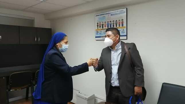 Burgomaestre Tahuaniense Sostiene Importante Reunion Con la Congresista Nelly Huamani.