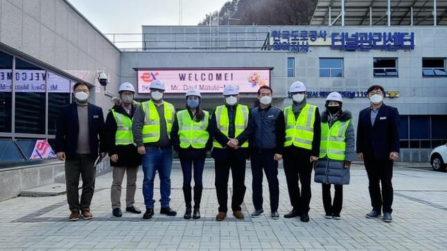 Embajador del Perú visita el túnel Inje-Yangyang