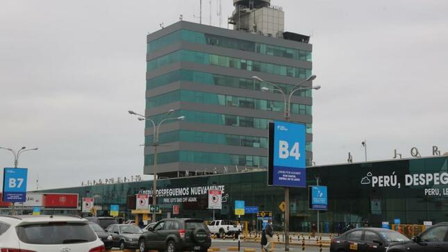 Cuarentena obligatoria para peruanos y extranjeros que ingresen al país desde este lunes 4 de enero