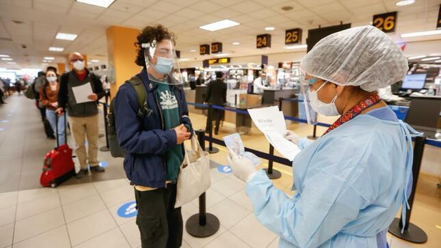 Ministerio de Salud refuerza la vigilancia epidemiológica de viajeros para evitar ingreso de nuevas variantes de COVID-19