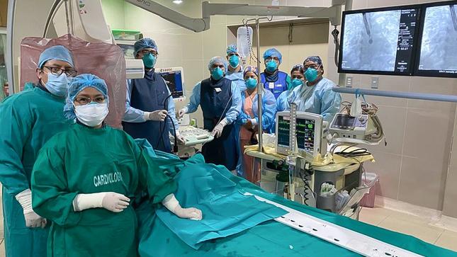 Hospital Nacional Hipólito Unanue realiza exitoso cierre percutáneo de defecto congénito a Adulto mayor