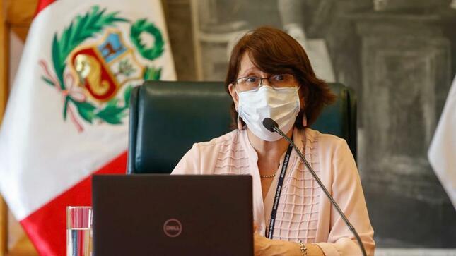 Ministra de Salud, Pilar Mazzetti, insta al personal de salud a apoyar recuperación del primer nivel de atención