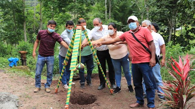 Municipio jepelacino coloca primera piedra para inicio de obra de saneamiento en el Caserío San Roque