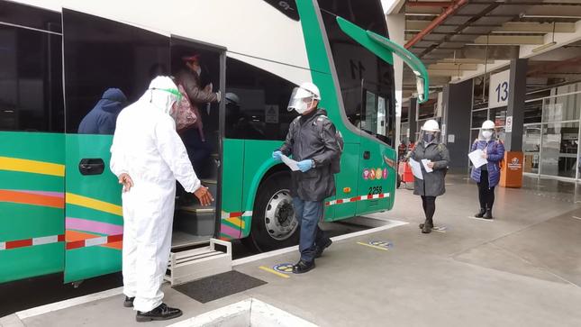 COVID-19: Realiza un viaje seguro usando siempre mascarilla y protector facial en terminales terrestres y buses interprovinciales