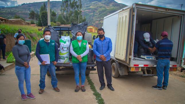 Inicia la entrega de semillas de alfalfa y cebada para toda la población Shupluina