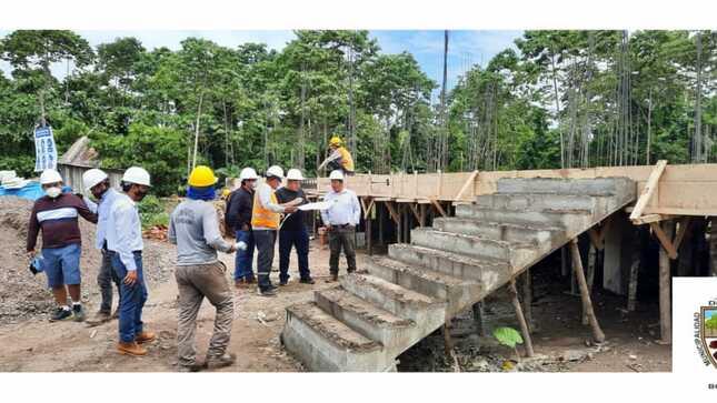 Alcalde Distrital Supervisa Avance de Obra en la CC.NN de Chumichinia