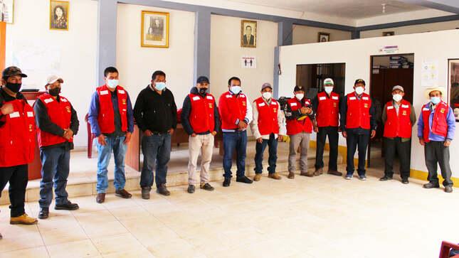 Alcalde entrega 240 chalecos a rondas campesina de san San Silvestre de Cochán