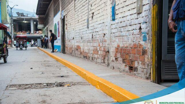 El Área de Tránsito de la Municipalidad Provincial Realizó el Pintado de Zonas Rígidas en la Cuadra Dos del Jr. Leticia