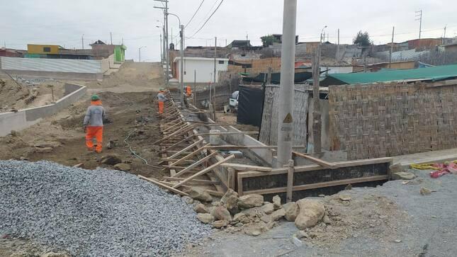 58% de avance de la obra Mejoramiento del Servicio de Transitabilidad Peatonal y Vehicular en el AA. HH. Villa el Paraíso.