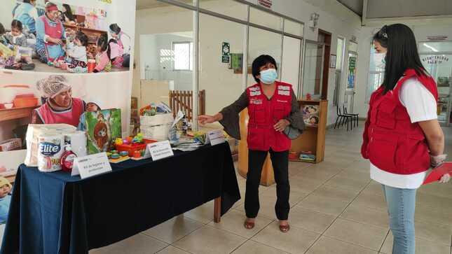 Directora ejecutiva de Cuna Más supervisa la entrega de canastas de alimentos y kits de higiene y protección para niñas y niños