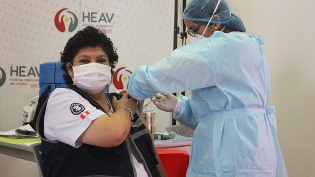 Más de 1000 trabajadores del Hospital Emergencia Ate Vitarte fueron inmunizados contra la COVID-19