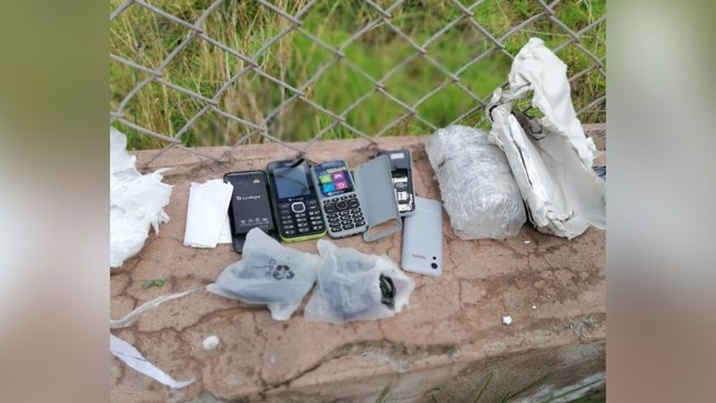En penal de Cusco Varones hallan celulares arrojados desde el exterior