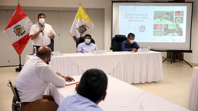 """Ministro Cuenca: """"El gran objetivo impostergable es volver poco a poco a las clases"""""""
