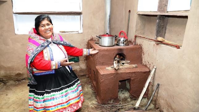 Cocinas mejoradas y módulos de agua segura para 3,410 familias
