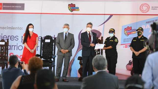 Mininter reconoce a lideresas locales y mujeres policías