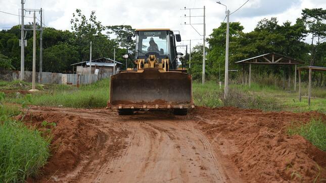 Madre de Dios: Limpian sectores inundados con maquinaria pesada